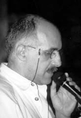 """Elio Grasso è nato a Genova nel 1951. Poeta, critico. L'ultima raccolta pubblicata è E giorno si ostina (puntoacapo, 2012). Ha tradotto Four Quartets di T.S. Eliot (Palomar, 2000), The Sonnets di W. Shakespeare (Dell'amore, Barbès, 2012), una scelta delle poesie di E. Carnevali (Ai poeti e altre poesie, Via del Vento, 2012). Scrive sulle riviste """"Poesia"""", """"Pulp-libri"""", """"Steve"""", """"Italian Poetry Review"""", """"Gradiva"""" e altre. E' stato tradotto in inglese da E. Di Pasquale e in francese da J.-B. Para."""