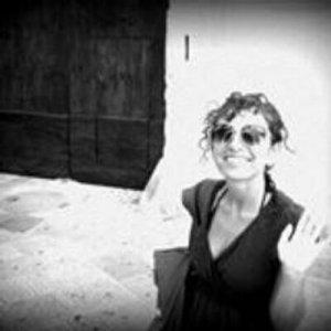 Marina Bisogno è giornalista pubblicista. Lavora nel campo della comunicazione e delle relazioni pubbliche, ha collaborato per anni con la pagina culturale del Corriere Nazionale, ha scritto per il Mattino e la Repubblica di Napoli. Se non legge, scrive. Recensisce libri per Satisfiction e ha ideato, insieme a Marco Melillo e Francesco Bove, il blog  C'è vita su Marte. Suoi racconti sono on line su Unonove.